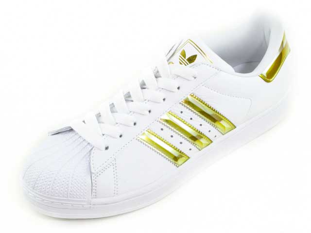 adidas スニーカー ゴールド
